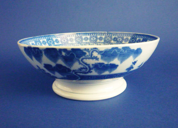 Early Pearlware Chinoiserie Pattern Footed Bowl C1800